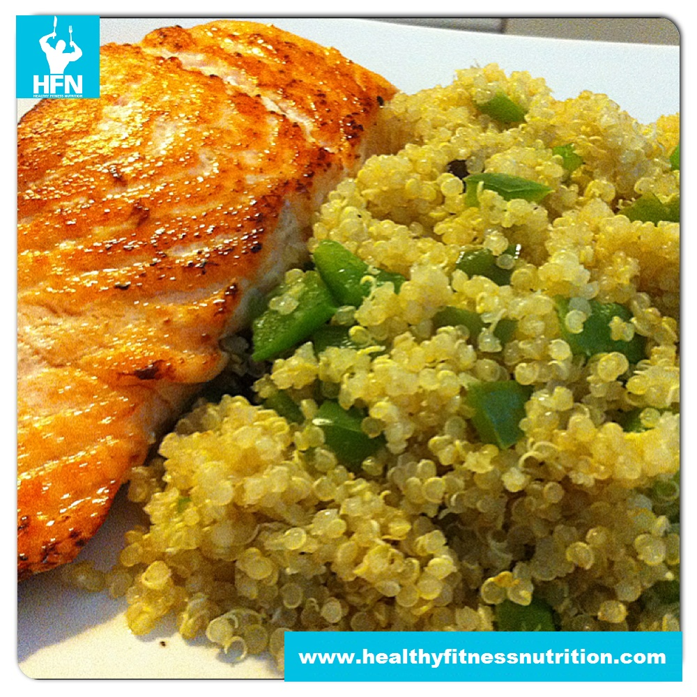 post workout mahlzeit lachs filet mit quinoa paprika mix. Black Bedroom Furniture Sets. Home Design Ideas