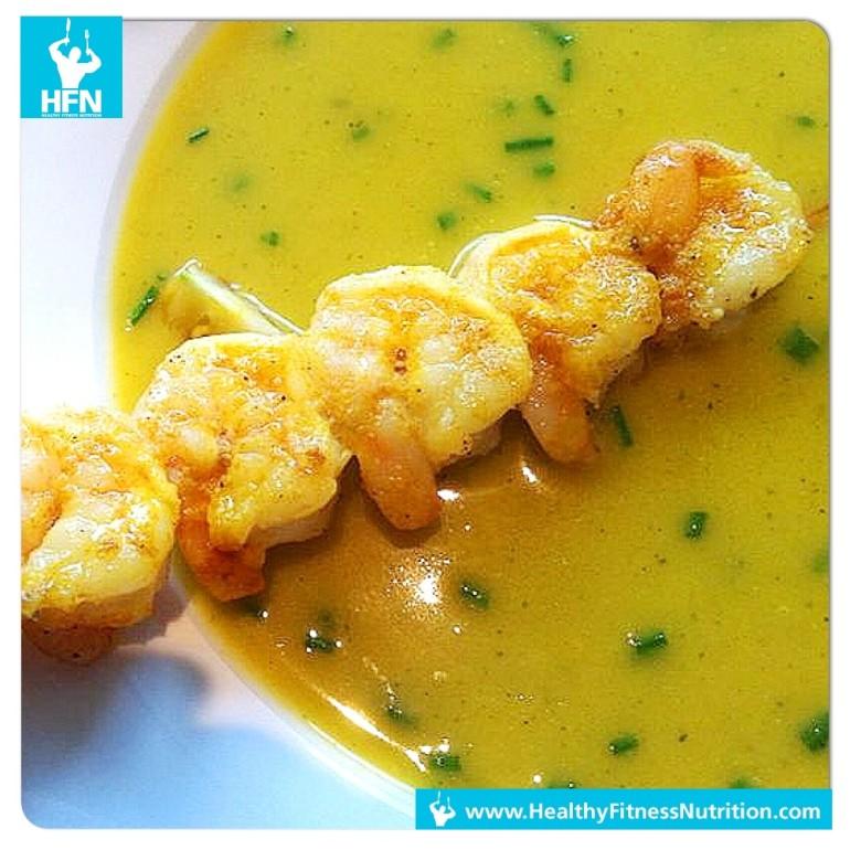 Low-Carb Rezept: Asiatische Suppe mit Garnelenspieß (Pikant)